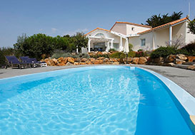 Spacious villa with private pool on the Vendee coast, sleeping 8