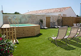 Private heated plunge pool, cycling distance to the beach