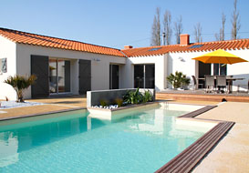 3 bedroom villa with pool sleeping 8, village location near St Gilles
