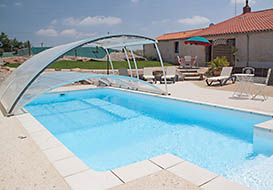 Vendee cottage with covered pool, sleeping 4