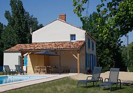 Vendee riverside cottage with private pool