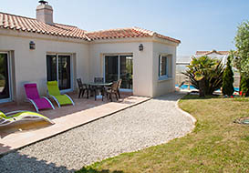 Attractive villa with covered pool on the Vendee coast